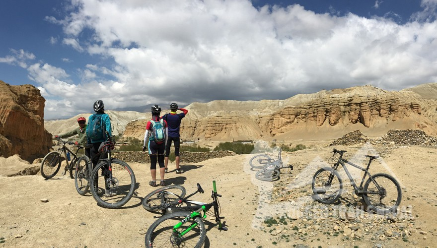biking in nepal upper mustang