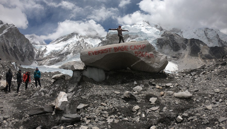 everest base camp trek by helicopter