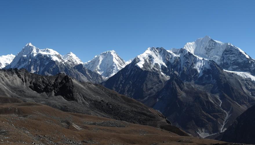langtang valley trek nepal peaks