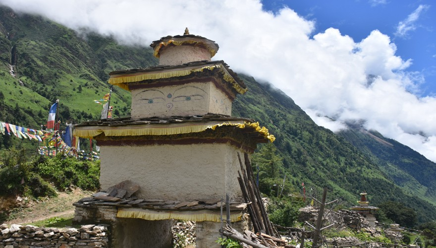 manaslu circuit trekking with tsum valley