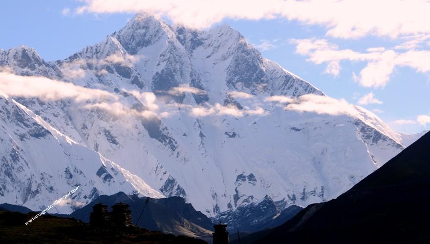 trekking in nepal amadablam