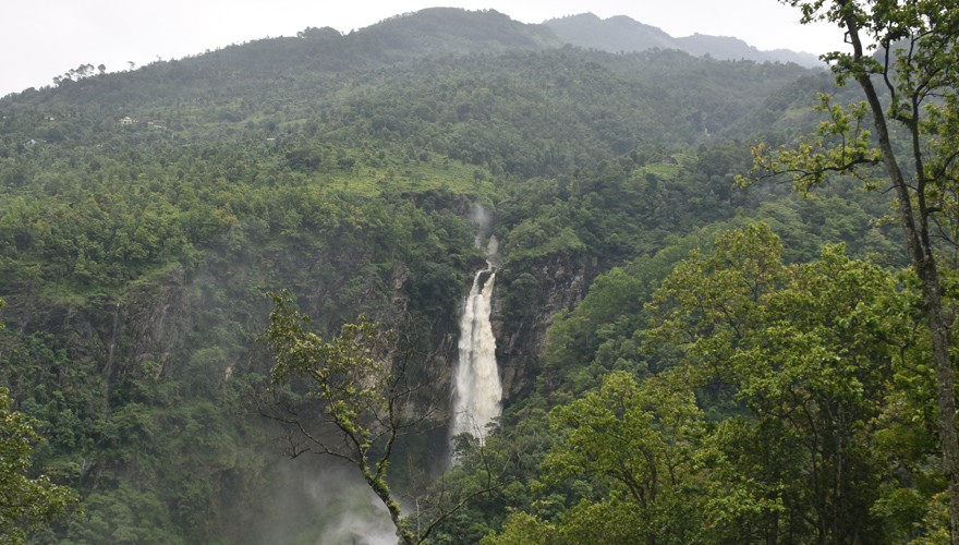 tsum valley trek rugged